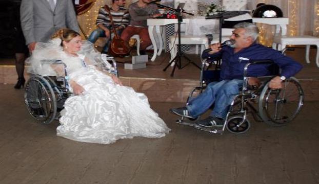 Mudanyada engellilerden kıyafet defilesi