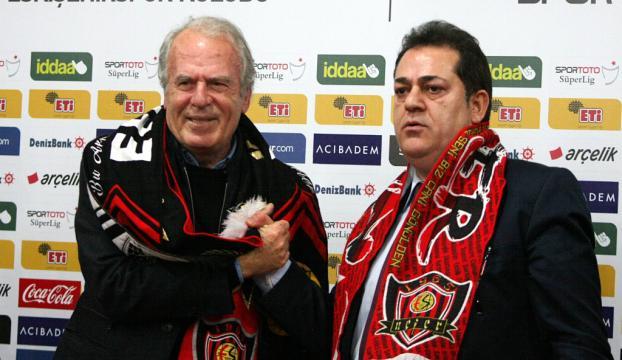 Mustafa Denizli resmen Eskişehirsporda