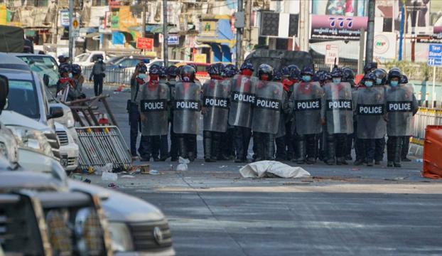 Myanmarda güvenlik güçleri protestoculara karşı gerçek mermi kullandı: 10 ölü