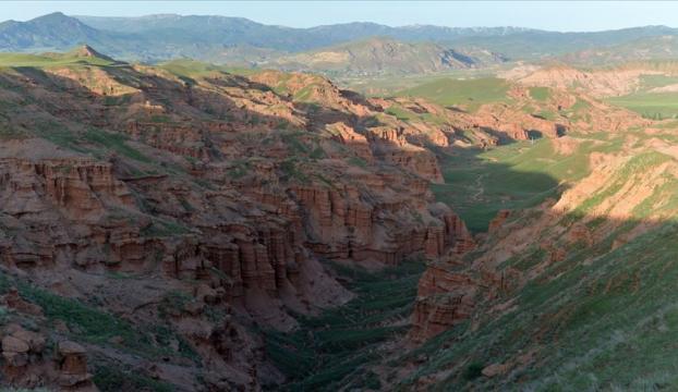 Kırmızı periler diyarı doğaya uygun turizm tesisiyle misafirlerini ağırlayacak