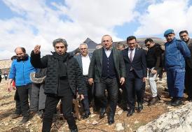 """Dışişleri Bakanı Çavuşoğlu """"Nöbet"""" dizimizin setini ziyaret etti"""