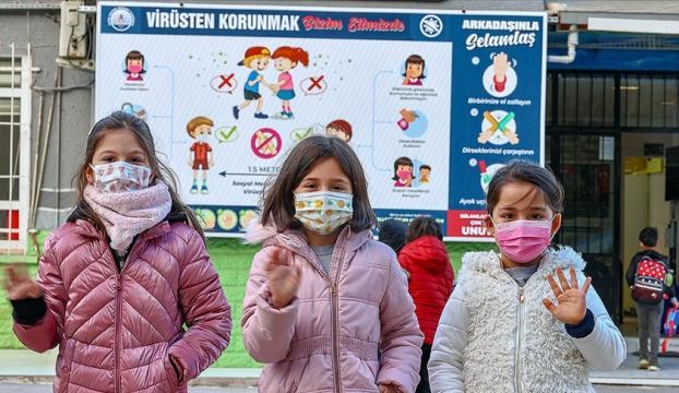 İstanbulda yeni normalleşme süreciyle okullarda yüz yüze eğitime başlandı
