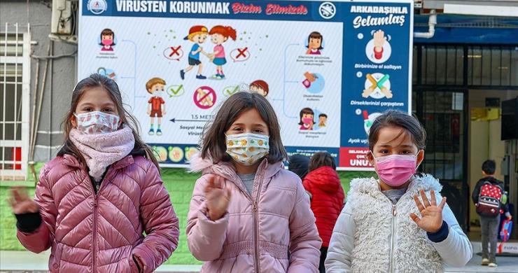 İstanbul'da yeni normalleşme süreciyle okullarda yüz yüze eğitime başlandı