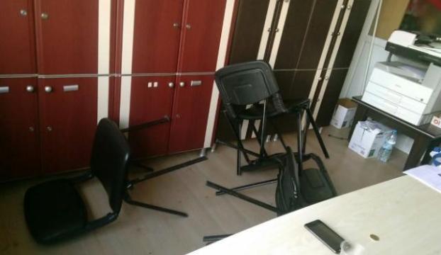 Öğretmene sandalyeli saldırı