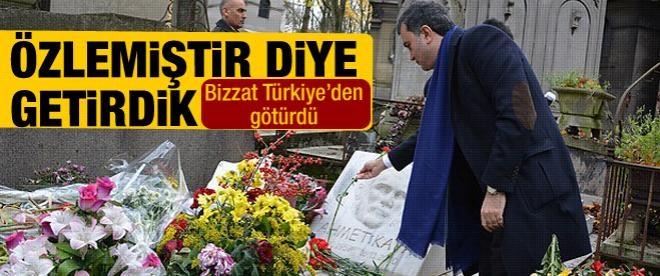 Ahmet Kaya'nın mezarına vatan toprağı