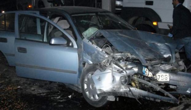 Önündeki otomobile arkadan çarptı