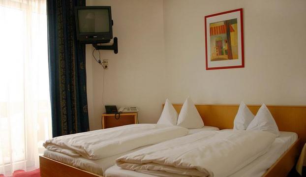 Kaldığı otellerden 120den fazla televizyon çaldı