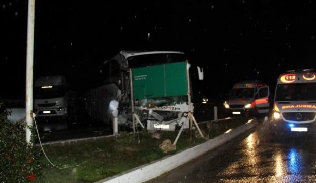 Yolcu otobüsüyle TIR çarpıştı