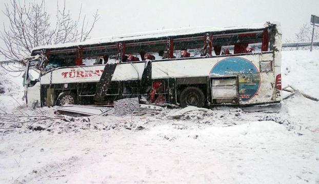 Bartında yolcu otobüsü devrildi: 3 ölü, 4 yaralı