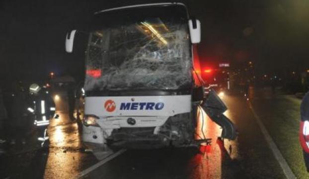 Otobüsle minibüs çarpıştı