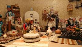 Oyuncak bebek müzesi tarihe ışık tutuyor
