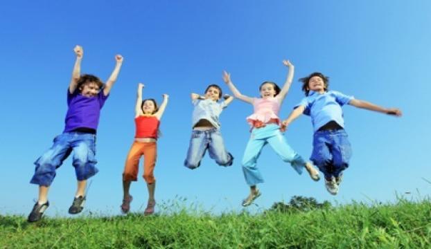 Çocuklara saçmalayabilecekleri alanlar yaratın