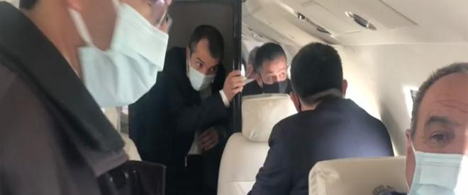 Bakan Pakdemirlinin içinde bulunduğu uçak arızalanarak Erhaç Havalimanına zorunlu iniş yaptı