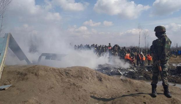 Cammu Keşmirde gerilim tırmanıyor: Karşılıklı savaş uçakları düşürüldü