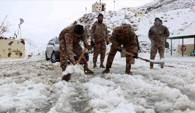 Pakistanda kar yağışı sebebiyle ölenlerin sayısı 41e çıktı