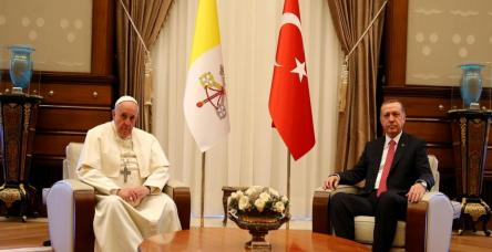 testCumhurbaşkanı Erdoğan ve Papa Franciscus konuşuyor