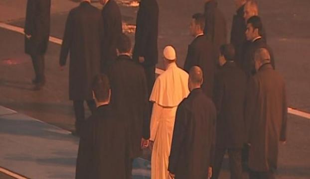 Papayı öperek uğurladılar