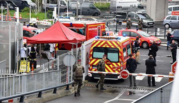 Paris Orly Havalimanındaki saldırganın kimliği açıklandı!