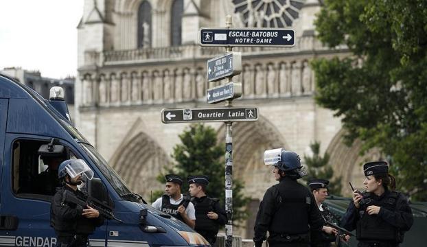 Paris polisi alarma geçirildi