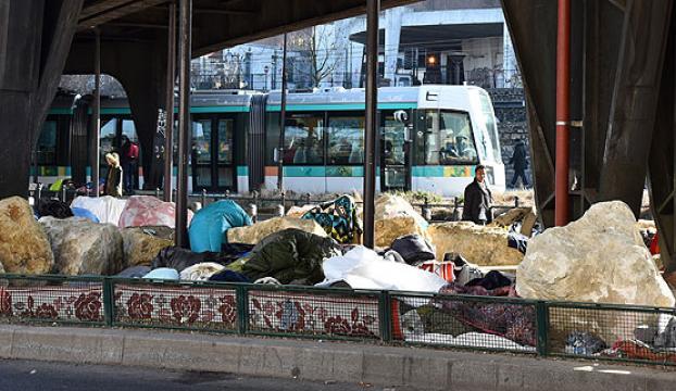Pariste sığınmacılara karşı kayalı önlem tepkiye yol açtı