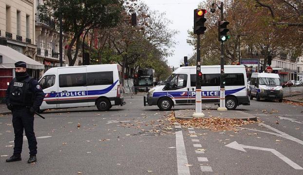 Pariste Fransız askerlere saldırı