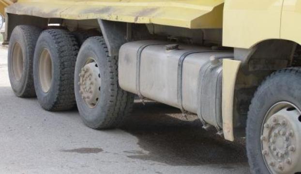 Park halindeki kamyonlardan mazot hırsızlığı