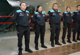 Turkuaz yelekli pasaport polisleri, İstanbul Havalimanı'nda hizmet vermeye başladı