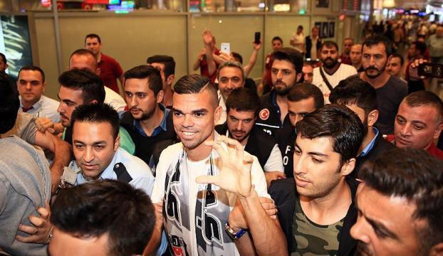 Portekizli futbolcu Pepe coşkuyla karşılandı