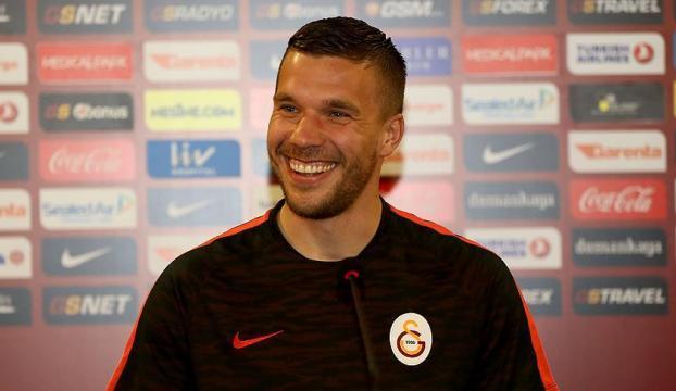 Galatasaraylı futbolcu Podolskiye ödül