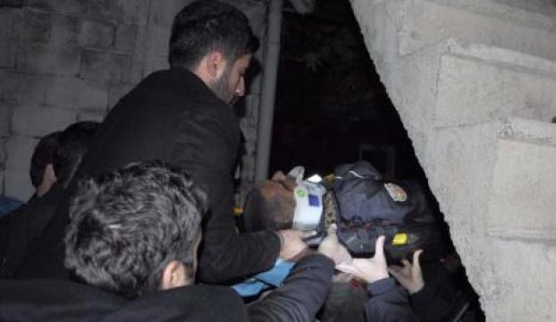 Polis çatıda hırsız ararken düşüp yaralandı