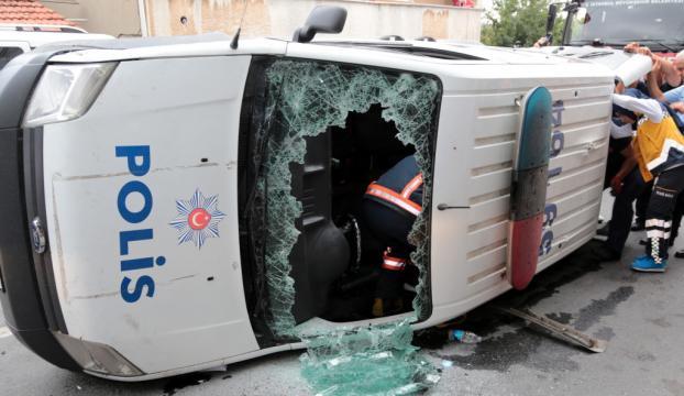 Ataşehirde trafik kazası: 1 polis memuru yaralı