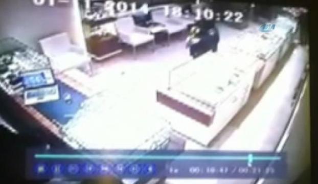 Pompalı tüfekli soyguncular kamerada
