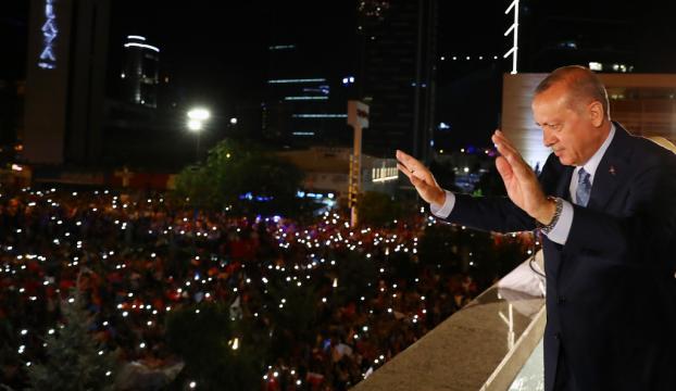 Erdoğandan balkon konuşması