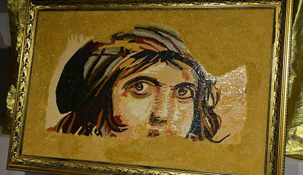 Tarihi mozaikler kadınların elinde tablolara dönüştü