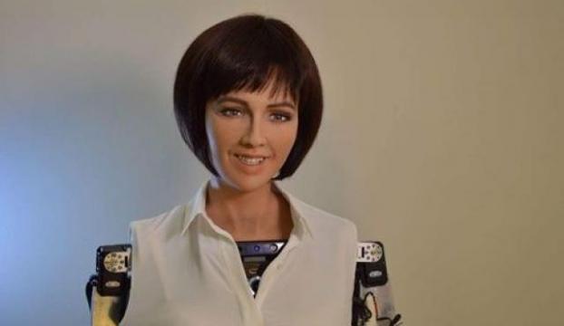Robot Sophia evlenmek istiyor