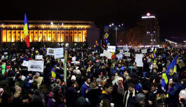 """Romanyadaki """"af tasarısı"""" protestoları"""