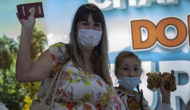 Antalyaya ilk Rus turist kafilesi geldi