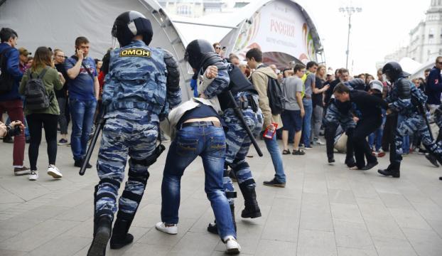 Rusyada izinsiz gösteriye polis müdahalesi