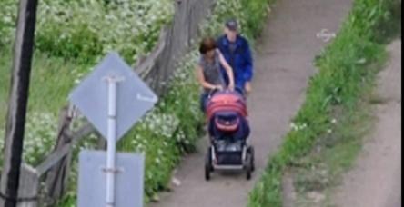 Alkollü çift bebek arabasını sürerse