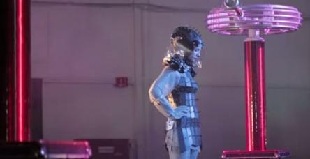 testBu elbiseyi giyine elektrik işlemez