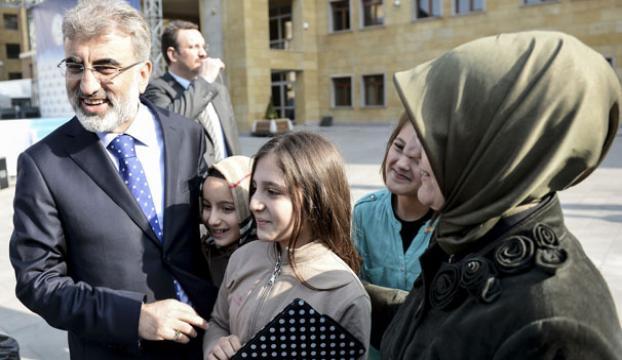 Elleriyle Erdoğanı şaşırtan bakan kızı