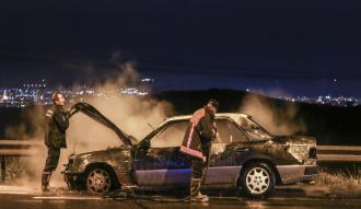 Seyir halindeyken alev alan otomobilini kurtaramadı