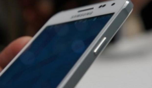 Samsungdan uygun fiyatlı phablet akıllı telefon geliyor