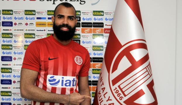 Antalyaspor, Sandro ile sözleşme imzaladı