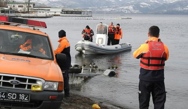 Sapanca Gölünde kayıkta mahsur kalan kişi kurtarıldı
