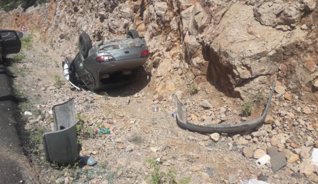 Antalyada otomobil şarampole devrildi: 4 yaralı