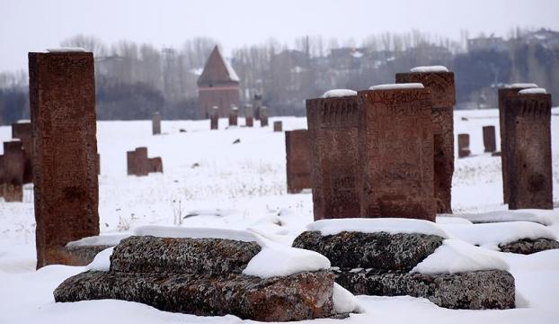 Selçuklu Mezarlığında yeni mezarlar tespit edildi
