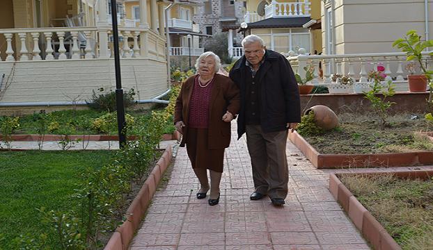 Asırlık çiftin 70 yıllık aşkı