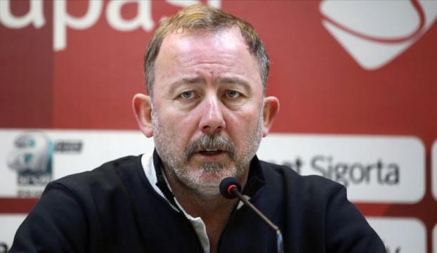 Beşiktaş, teknik direktör Sergen Yalçın ile 1,5 yıllık sözleşme imzaladı