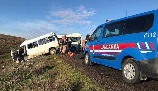 Şanlıurfada servis minibüsleri çarpıştı: 2 ölü, 7 yaralı